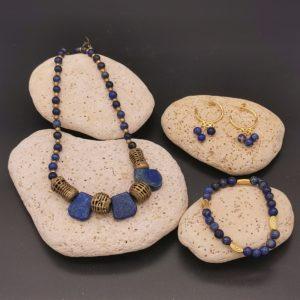 parure lapis lazuli collier boucles d'oreilles créoles et bracelet plaqué or soleyana création bijoux pierres semi précieuses