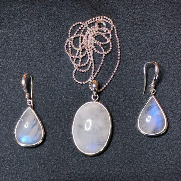 Parure pierre de lune boucles d'oreilles et collier soleyana création bijoux pierres semi précieuses